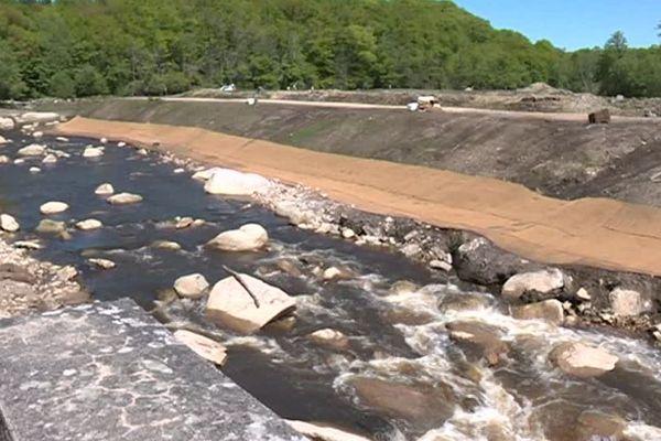Le barrage détruit, la Glane s'écoule à nouveau librement.