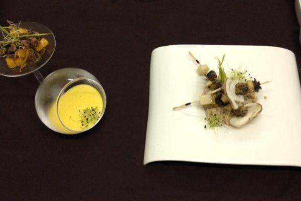 Velouté de butternut, escargots et chanterelles, et brochettes d'escargots, poire et cèpes.