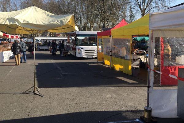 À Brive, les clients étaient peu nombreux dans les allées du marché ce samedi 21 mars