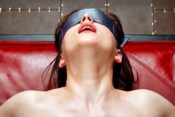 """Anastasia, jouée par l'actrice Dakota Johnson dans le film """"50 Nuances de Grey"""", adapté du roman d'E.L. James."""