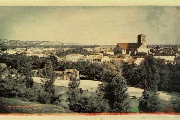 L'une des premières photographies d'Agen en couleur