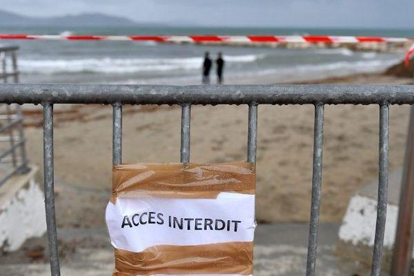 Ce samedi 3 novembre, trois nouvelles plages de la région marseillaise vont être interdites au public suite à une pollution aux hydrocarbures liée à la collision entre deux bateaux au large de la Corse le 7 octobre dernier.