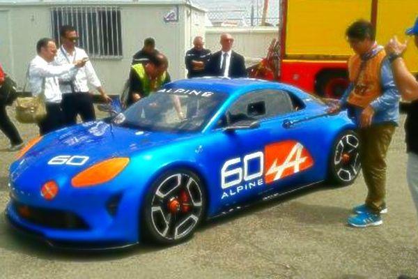A 14 heures, L'Alpine Célébration fait sa première sortie à l'occasion des 24 heures du Mans