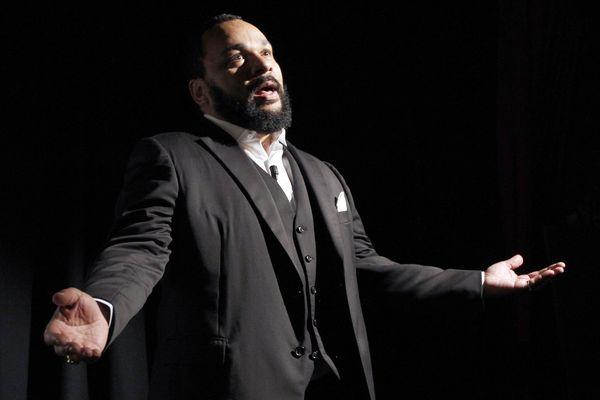 Dieudonné a assuré son spectacle à Porto-Vecchio dimanche 15 juillet, il est attendu à Ajaccio et Bastia les 16 et 17 juillet.
