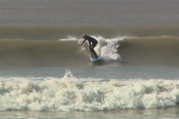 Premières vagues de l'année pour Christophe sur l'île d'Oléron.