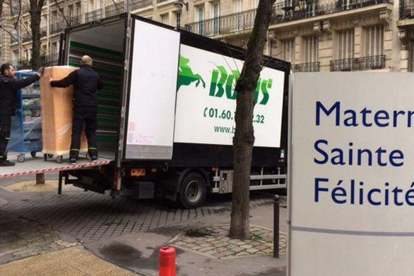 Le déménagement de la maternité Sainte-Félicité, à Paris.