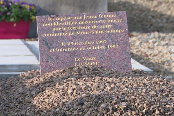 La justice a exhumé un corps du cimetière de Mont-Saint-Sulpice dans l'Yonne fin novembre 2020.