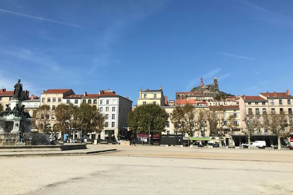 A l'occasion de la Semaine de la mobilité, les élus de l'agglomération du Puy-en-Velay (Haute-Loire) ont instauré une journée de transports gratuits pour tous les bus de la ville.