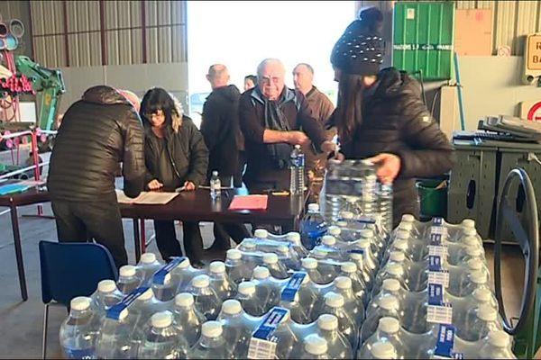 Des distributions d'eau en bouteille sont organisées depuis mercredi en Pays d'Olmes