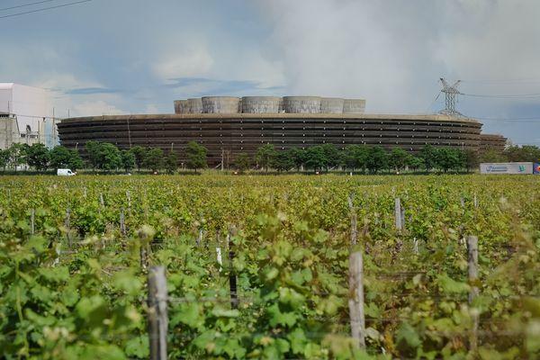 Les terres autour de la centrale nucléaire de Chinon sont au cœur d'une polémique entre la Confédération paysanne et la communauté de communes.