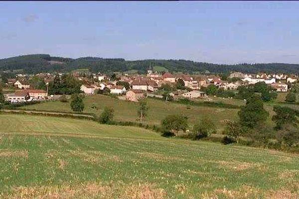 La commune de Dompierre-les-Ormes est située à une vingtaine de kilomètres de Cluny, en Saône-et-Loire.
