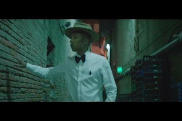 """Pharrell Williams dans le clip de son immense succès : """"Happy""""."""
