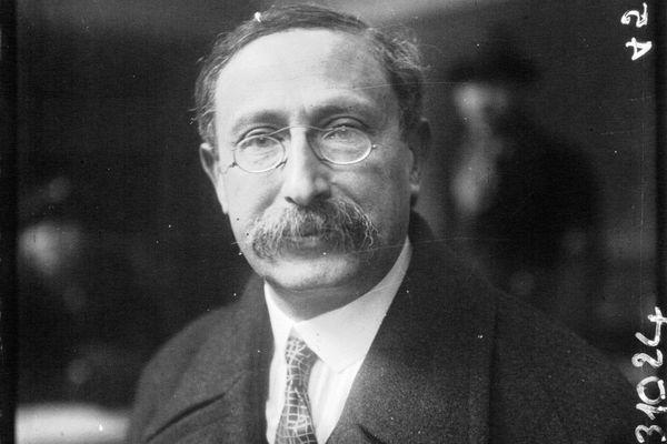 Léon Blum, fidèle au socialisme de la Deuxième Internationale.