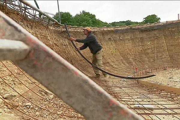 Le bowl fait 15 mètres de long et atteint 2 mètres 10 de profondeur.