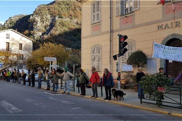 Une chaîne humaine pour le maintien de la ligne Nice-Cuneo.