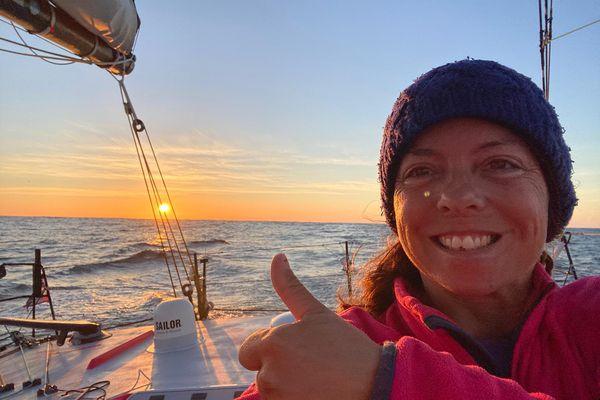 Alexia Barrier sur son bateau la veille de son arrivée.