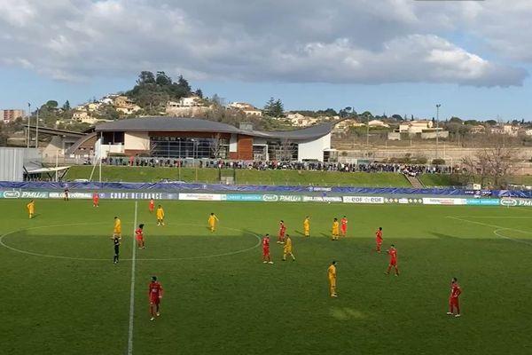 Alès (Gard) - la vue sur le stade Pibarot et le terrain - archives.