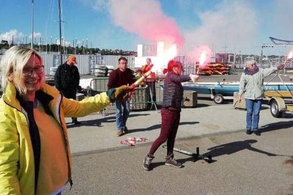 Pour commencer la saison en toute sécurité, la Société des régates de Brest organisait une journée de formation aux gestes de secours sur le port.