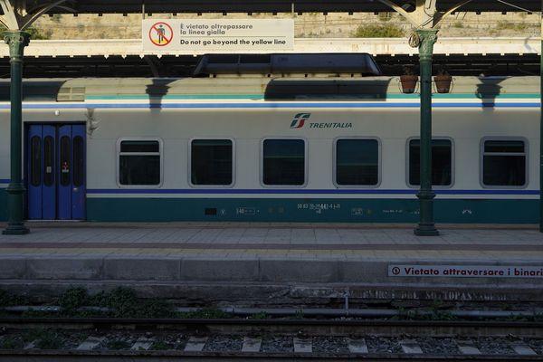 Un train Trenitalia, ici en gare de Vintimille (Italie).
