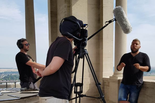 Le Youtubeur Benjamin Brillaud, alias Nota Bene, en tournage dans la Somme début juillet 2018.