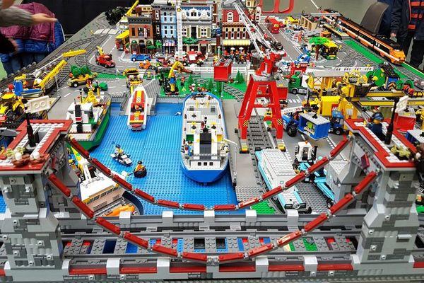 Une ville en Lego à l'exposition Chantebrique à Chantepie (Ille-et-Vilaine). Un an de travail, plus de 20 000 pièces
