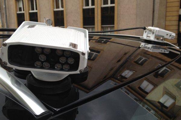 les caméras installées sur le toit permettre d'enregistrer les plaques minéralogiques des automobilistes