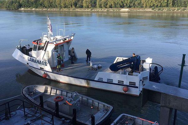 Septembre 2018 : des scientifiques sur la Seine à quelques kilomètres en aval de Rouen