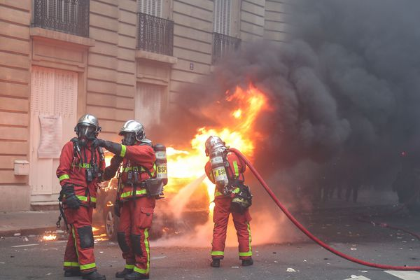 Les pompiers en intervention à Paris (image d'illustration)