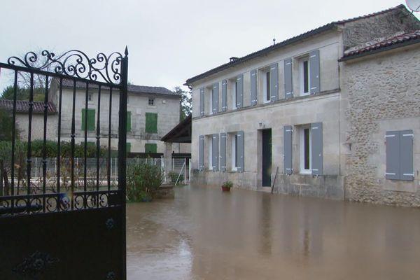 Le village de La Chapelle-des-pots (17) a les pieds dans l'eau.