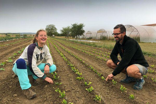 Eloïse et Georges Gross, la fille et le père au milieu des trois hectares de légumes biologiques