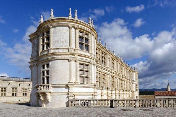Le 30 avril 1687, la Marquise de Sévigné écrit à sa fille qui vit au château de Grignan dans la Drôme. Les deux femmes correspondent très fréquemment.