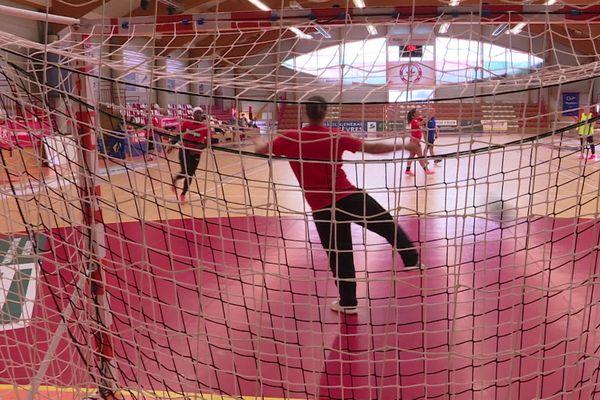 L'équipe de Handball féminine de Celles-sur-Belle reprend l'entraînement