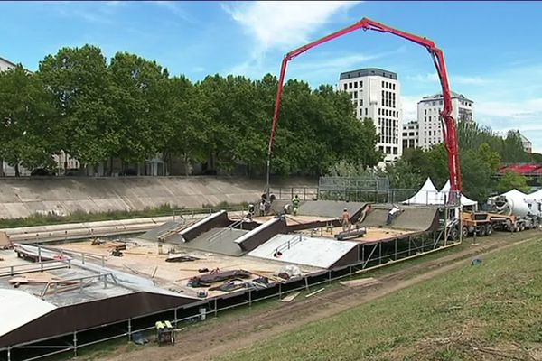 Le chantier du nouveau skatepark en béton du FISE 2019 sur les rives du Lez à Montpellier