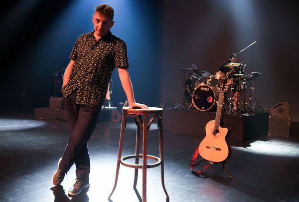 Le chanteur musicien compositeur dijonnais Yves Jamait