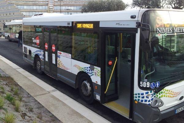 Nîmes - bus du réseau Tango! - 12 avril 2013.
