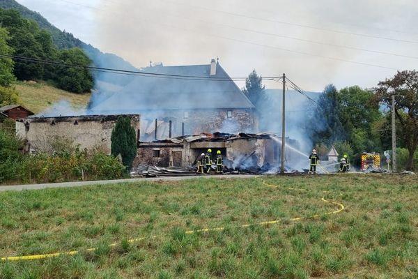 Une trentaine de pompiers ont été mobilisés pour venir à bout des flammes