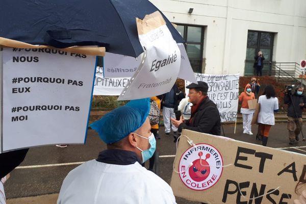 """Manifestation jeudi 11 mars à Colmar des """"oubliés"""" du Ségur de la santé."""