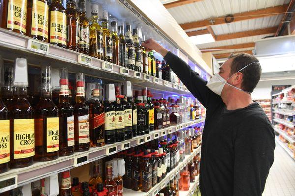 Dans le cadre des nouvelles mesures contre la propagation du Covid, la vente d'alcool est interdite après 20h00 dans les épiceries, supérettes et supermarchés.