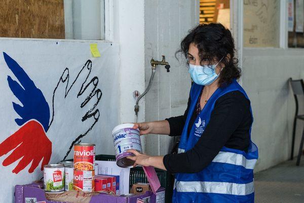 Le Secours populaire de Paris distribue de l'aide alimentaire au plus démunis.