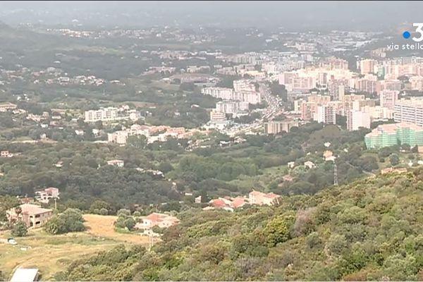 Le plan local d'urbanisme d'Ajaccio devrait être voté en septembre. Il prévoit notamment la construction de 7.500 nouveaux logements pour les 15 prochaines années.