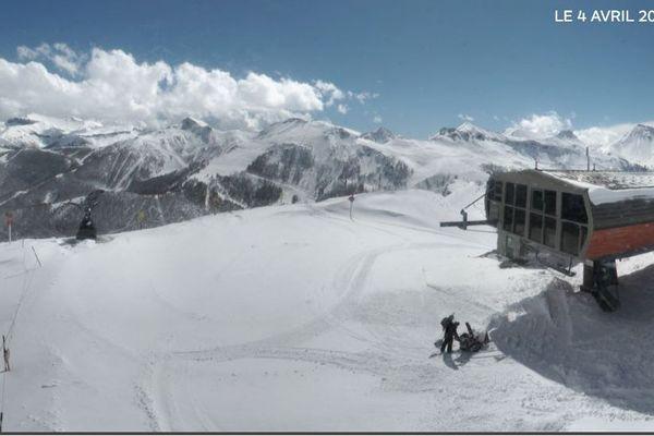 En haut des pistes, à Auron, la neige est au rendez-vous ce jeudi 4 avril.