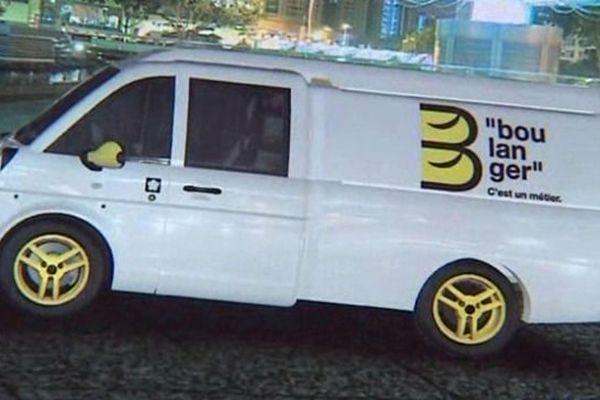 Le prototype devait être présenté au mois de juin. La liquidation judiciaire du constructeur Mia Electric a interrompu le projet.