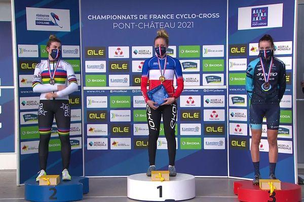 La jurassienne Laura Durrafourg termine troisième du championnat de France Espoir de cyclo-cross ce dimanche dans la Loire Atlantique.