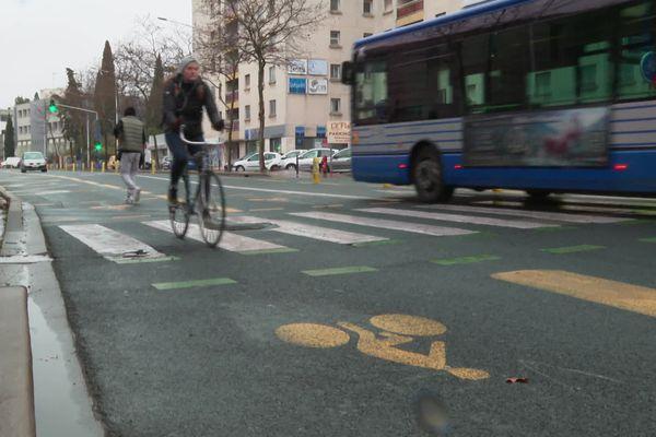A Montpellier, l'association Vélocité demande des pistes cyclables plus sécurisées - février 2021.
