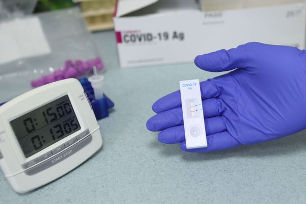 Les tests antigéniques, plus rapides, peuvent être réalisés en pharmacie.