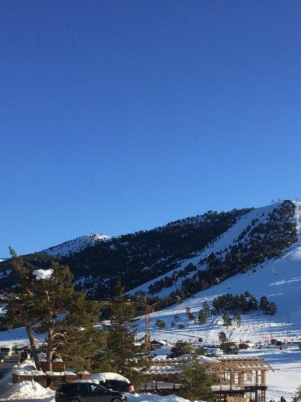 Ils étaient très nombreux à venir profiter de la neige en ce beau dimanche ensoleillé.