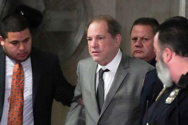 L'ancien producteur de cinéma, Harvey Weinstein, à la sortie d'un tribunal de New York (Etats-Unis), le 6 décembre 2019.