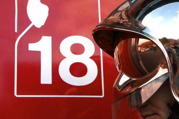 Avec une quarantaine de pompiers présents sur place, l'incendie a rapidement été maîtrisé.