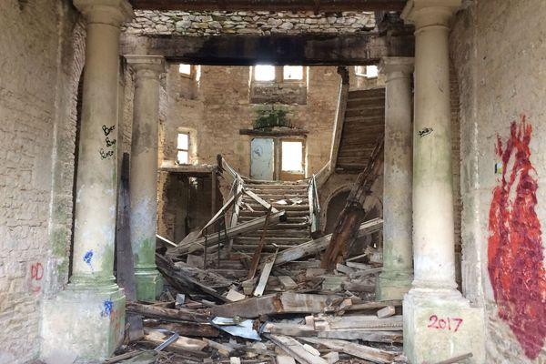 Les sites abandonnés sont parfois beaucoup moins calmes qu'il n'y paraît. Et pour y accéder, pilleurs, graffeurs ou autres promeneurs n'hésitent pas à franchir la clôture... C'est le cas d'un ancien château dans l'Allier, un lieu prisé par les adeptes de l'Urbex.