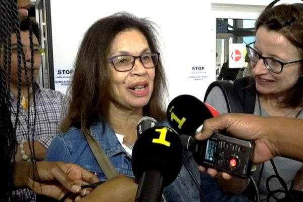 Marlène Morin à son arrivée à l'aéroport de Saint-Denis de la Réunion